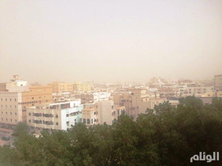 رياح سطحية تثير أتربة وغبارا بمنطقة مكة المكرمة