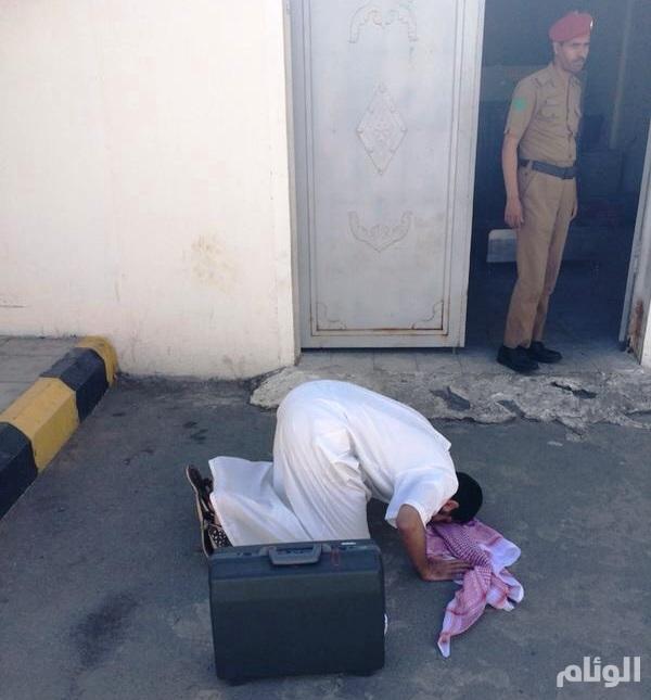 سجناء يسجـدون «شكرا لله» بعد قرار الافراج عنهم بالطائف