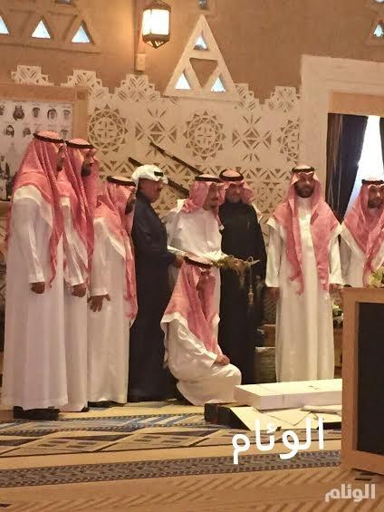 أبناء الملك عبدالله يهدون السيف الاجرب للملك سلمان