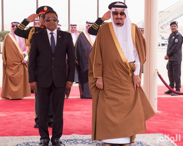 خادم الحرمين يعقد جلسة مباحثات رسمية مع رئيس جمهورية المالديف