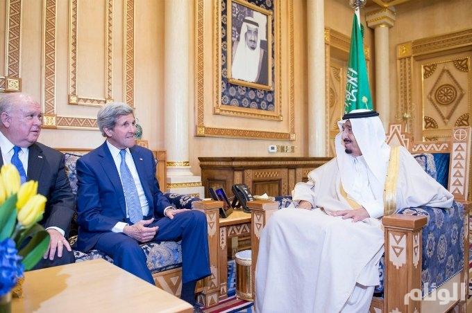 خادم الحرمين يبحث مع وزير الخارجية الأمريكي التطورات بالمنطقة