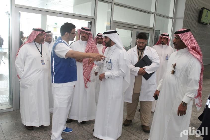 مدير صحة جدة يتفقد خدمات المعتمرين بمركزي المطار والميناء