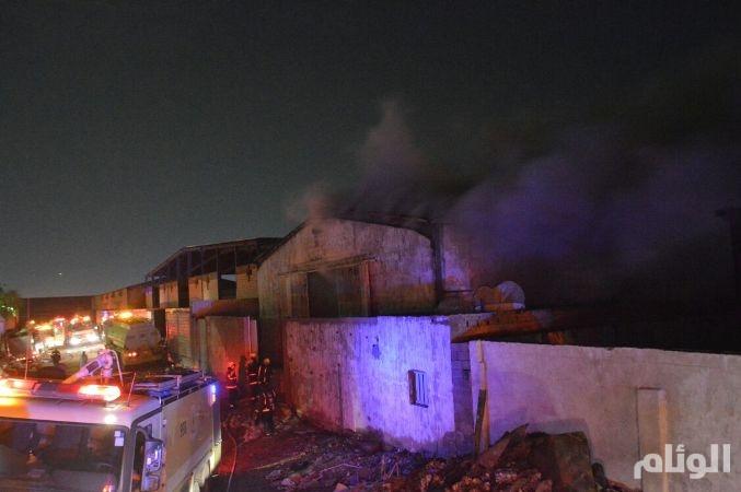 «مدنـي جده» يسيطر على حريق بالمنطقة الصناعية