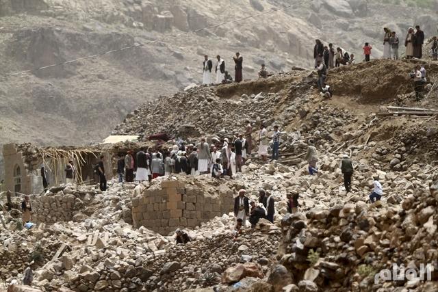 """لأول مرة .. """"عاصفة الحزم"""" تستهدف الحوثيين في الجراف وسلاح المهندسين"""