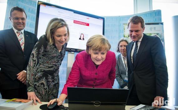 بيلد الألمانية : كمبيوتر ميركل مخترق
