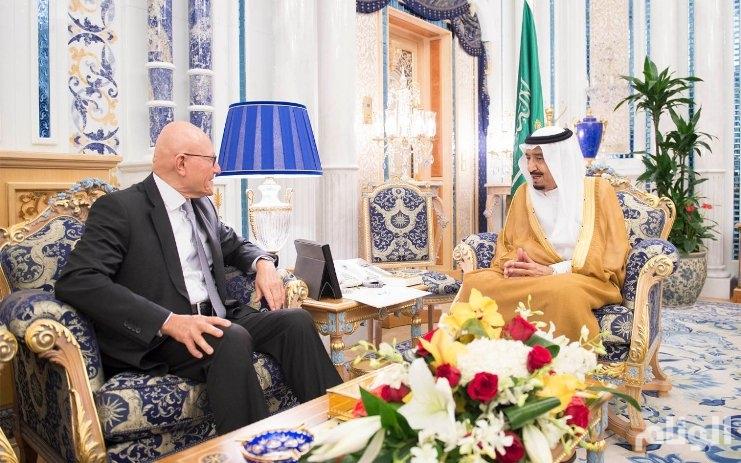 خادم الحرمين الشريفين يبحث تطورات الأوضاع مع رئيس وزراء لبنان