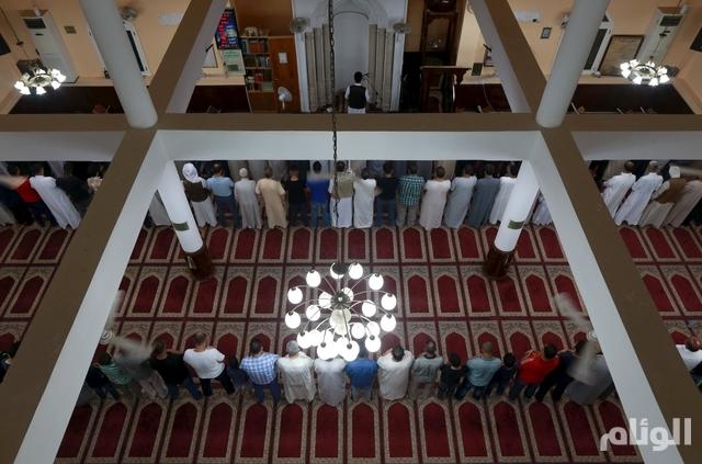 Men pray during the month of Ramadan at a mosque in Benghazi, Libya, June 25, 2015. Picture taken June 25, 2015. REUTERS/Esam Omran Al-Fetori
