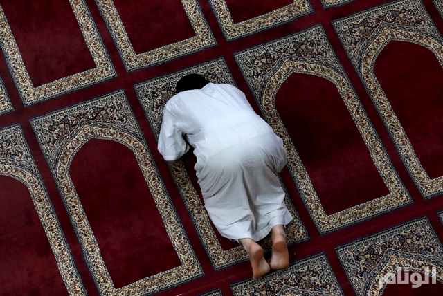 A man prays during the month of Ramadan in a mosque in Benghazi, Libya, June 25, 2015. Picture taken June 25, 2015. REUTERS/Esam Omran Al-Fetori