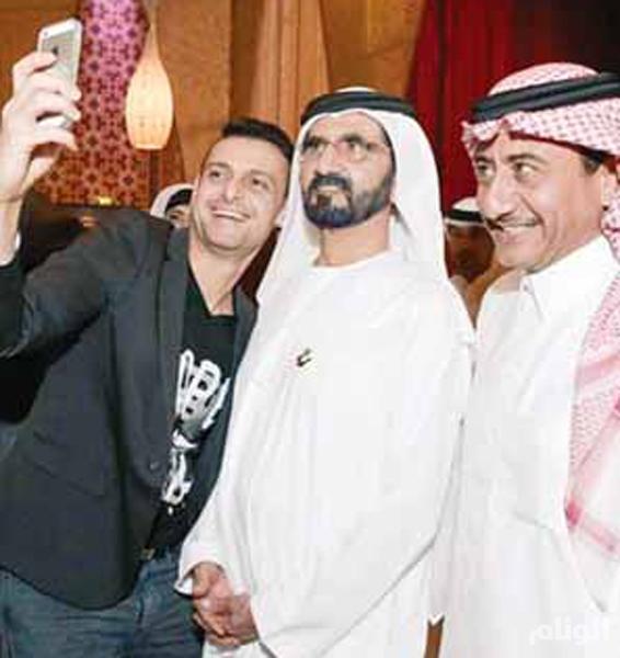 صورة .. سيلفي لمحمد بن راشد مع ناصر القصبي ورامز جلال