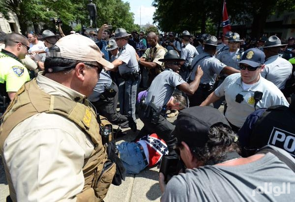 بالصور..صدامات أثناء تظاهر منظمة عنصرية في ولاية كارولينا الجنوبية الأمريكية