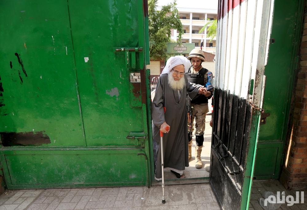 """بالصور .. """"مصر"""" انتخابات العجزة والعاجزين"""