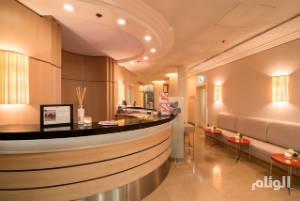 مدير فندق شهير بمكة يفصل موظفيه السعوديين ويحل مكانهم أجانب