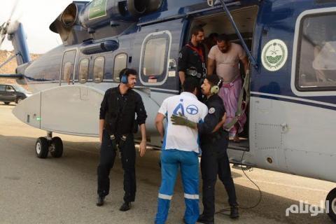 بالصور.. طيران الأمن ينقذ 15 شخصًا من السيول