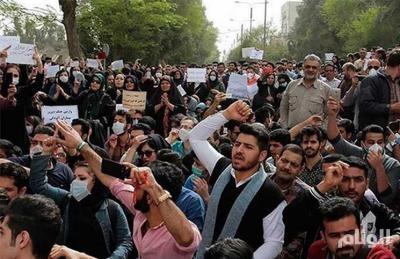 بالصور..عشرات الجرحى بمظاهرات واسعة في إيران