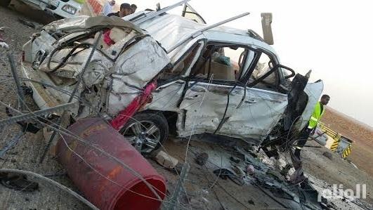 بالصور..مصرع وإصابة «7» بحادث في سريع القصيم-الرياض