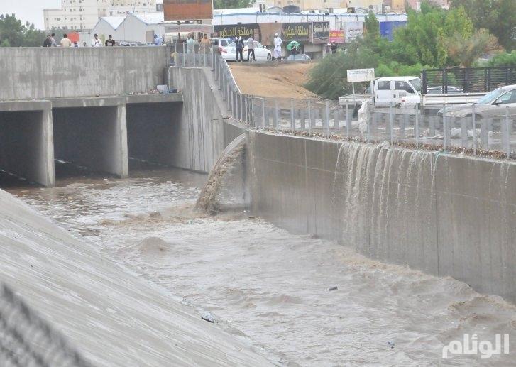 إيواء «68» أسرة وتضرر 54 مركبة نتيجة أمطار جدة وبحره