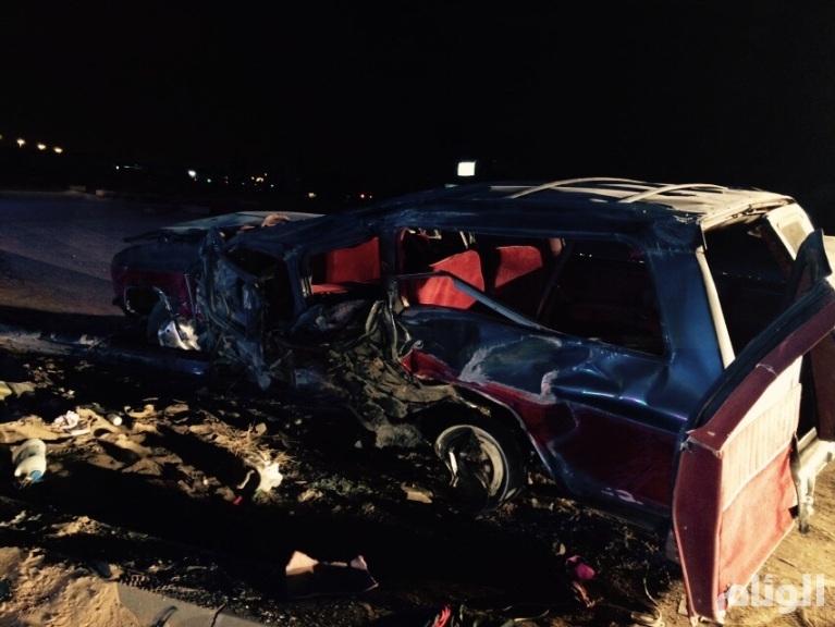 بالصور..مصرع وإصابة «14» بحادث انقلاب سيارة عائلة ببريدة