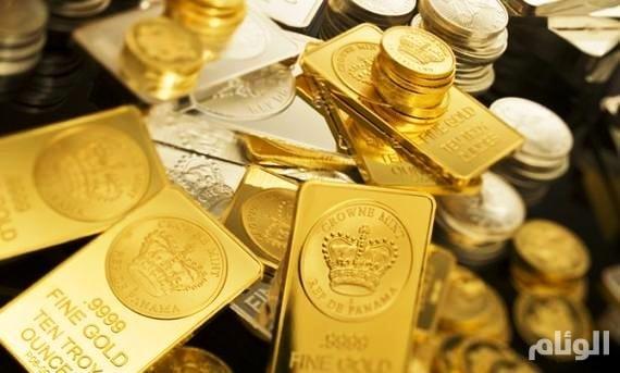 الذهب يتراجع تحت ضغط قرار الفائدة الأمريكية الوشيك