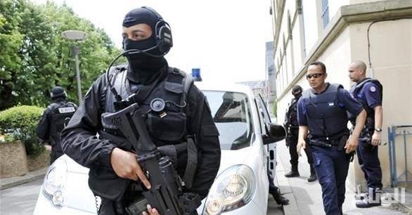 السلطات الأمنية الفرنسية تعلن تحديد هوية منفذ هجوم الشانزليزيه