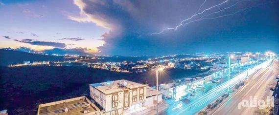 استمرار هطول الأمطار الرعدية في عدد من مدن ومناطق السعودية