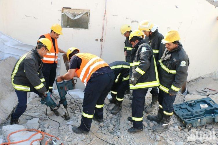 بالصور..مصرع عامل في انهيار منزل بمكة المكرمة