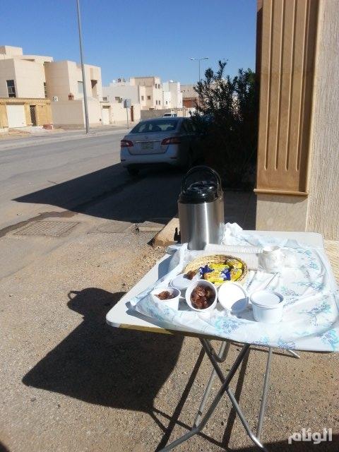 بالصور..«سعودية» تقدم وجبات ومشروبات ساخنة للعمالة في بريدة