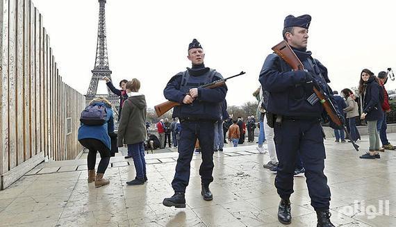 «الشيوخ الفرنسي» يوسع صلاحيات الشرطة في إطلاق النار