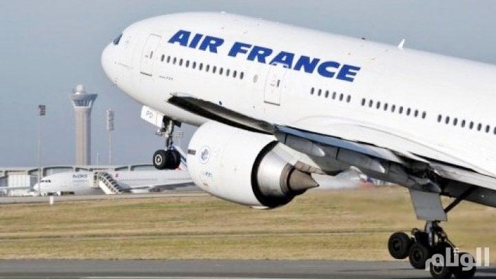طرد شاب عربي من طائرة فرنسية بسبب الدعاء قبل الإقلاع