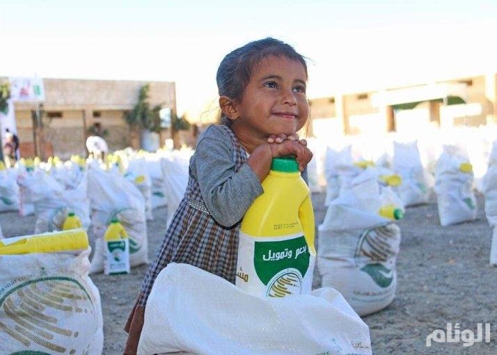 مركز الملك سلمان للإغاثة يوزع «4000» سلة غذائية في تعز
