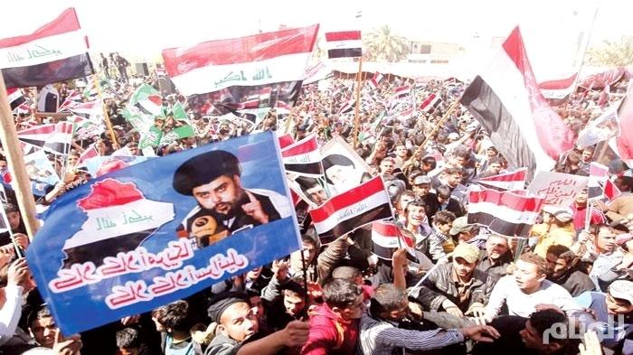 أنصار الصدر يتظاهرون ببغداد وزعيمهم يمهل العبادي