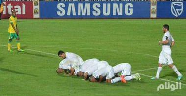جمهور الجزائر يحتفل بفوز فلسطين الأوليمبي على منتخب بلاده