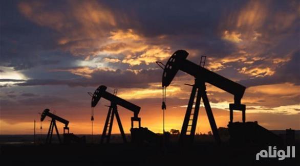 النفط يستقر قبل بيانات أمريكية مع توقع الكويت الاتفاق على تثبيت الإنتاج
