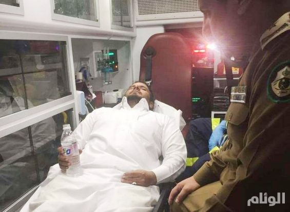 بالصور..مواطن ينجو من موت محقق بعد أن عَلِقَ مثبت السرعة أثناء القيادة بمكة