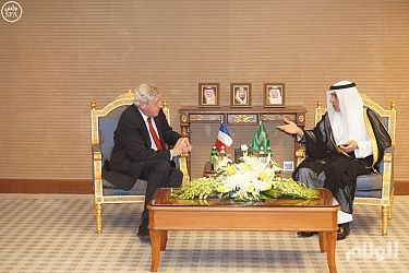 الجبير يستقبل مبعوث الرئيس الفرنسي لعملية السلام في الشرق الأوسط
