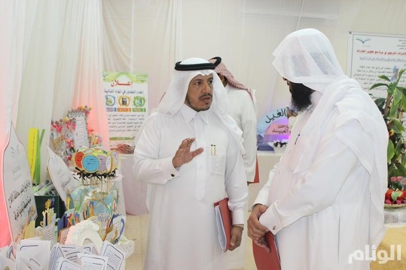 بالصور.. مدير «تعليم الأفلاج» يفتتح معرض الملتقى الأول لتطوير مهارات التقويم