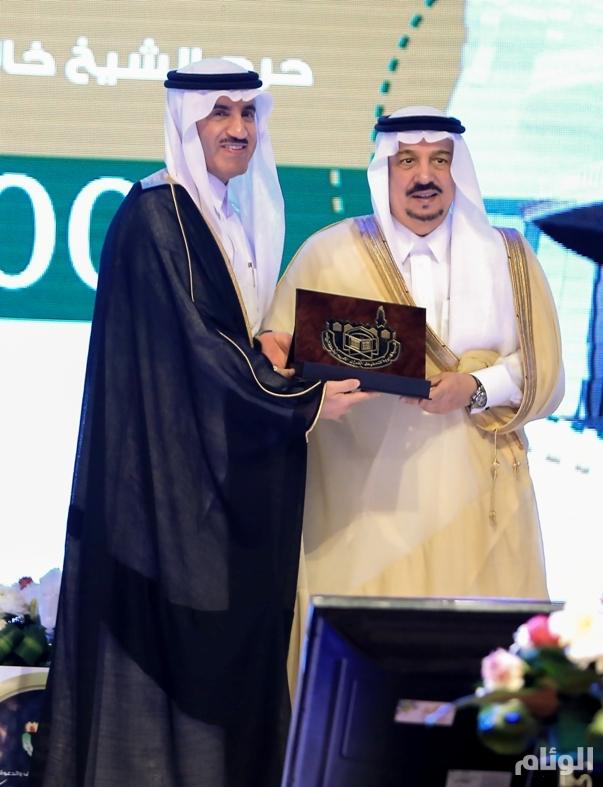 أمير الرياض يكرم أوقاف صالح الراجحيلإسهاماتها في دعم جمعيات تحفيظ القرآن الكريم