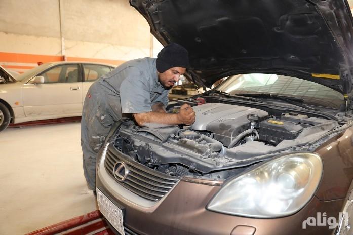 «سعودي» يتلقّى عرض عمل براتب مغر وهو ما زال طالباً ويحلم بتوطين القطاع