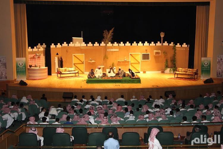 مسرحية قيس ودمية تطرح 18 موضوعاً اجتماعياً بقالب كوميدي