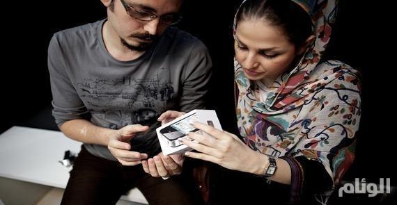 إيران ترفع الحظر وتسمح باستيراد الآيفـون