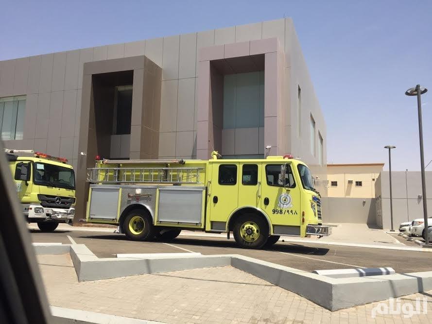 بالصور.. «مدني عفيف» يسيطر على حريق محدود بمصرف الراجحي