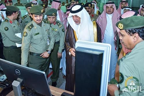 بالصور.. أمير مكة المكرمة يتفقد صالات الجوازات بمطار الملك عبدالعزيز الدولي