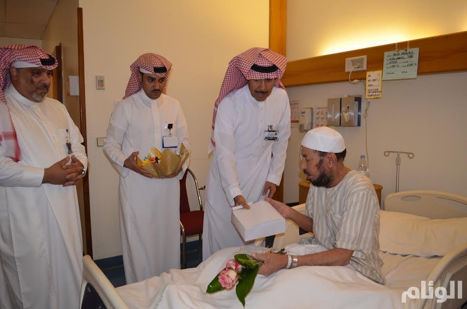 مستشفى الملك خالد التخصصي للعيون يعايد المرضى المنومين