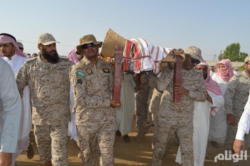 الطيار والذيابي يتقدمان مشيعي الشهيد علي شوك.. قال لأخيه: إما النصر أو الشهادة