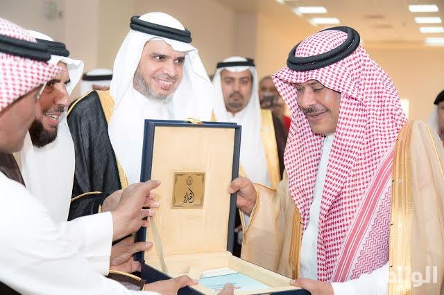 أمير الباحة يُدشن مشروع إنشاء مباني كليات البنات العاجلة بقيمة 156 مليون ريال