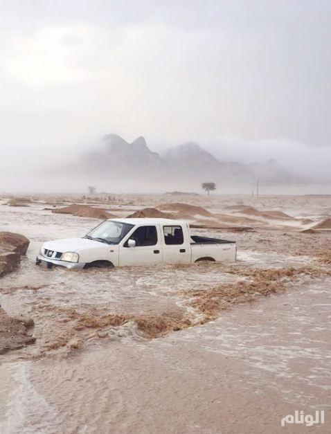 بالصور.. هطول أمطار غزيرة مصحوبة بعاصفة ثلجية على محافظة عفيف