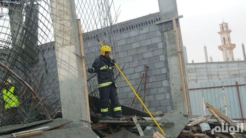 بالصور.. إصابة «9» مقيمين في انهيار جزئي بمحطة وقود تحت الإنشاء