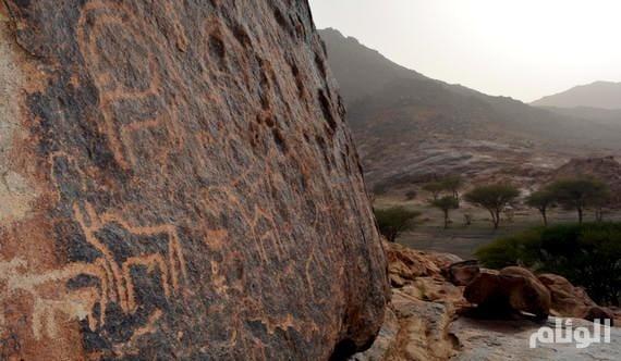 بالصور.. رسومات «جبل سواج» الثمودية الرائعة تبهر زوار محافظة الرس
