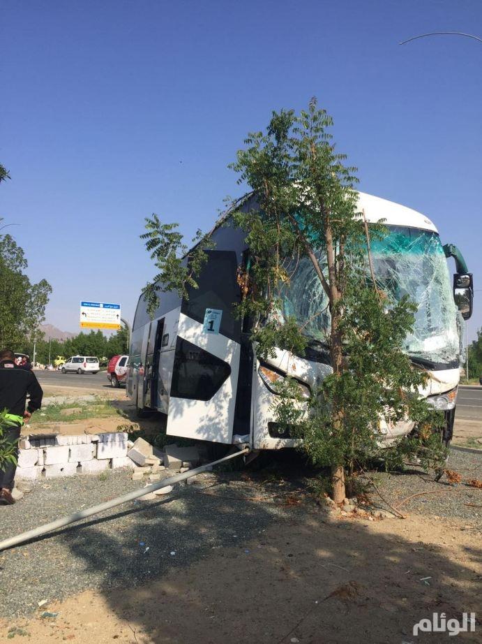 إصابة «18» شخصاً في حادث تصادم حافلات بمشعـر عـرفات