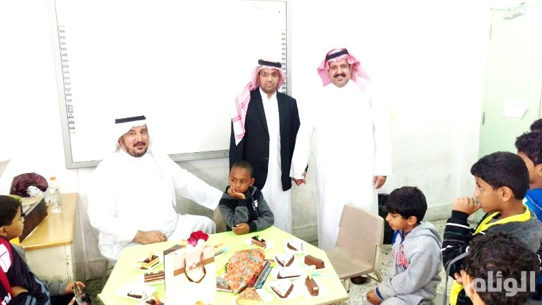 بالصور.. معلم يقيم حفل استقبال لطالب تعرض لحادث مروري بالطائف