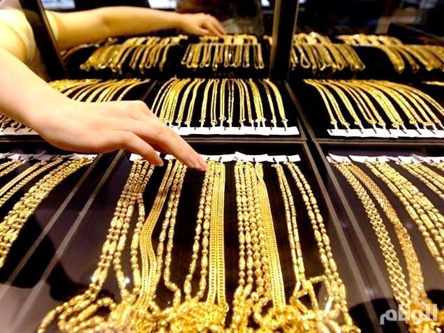 الذهب يقترب من أقل سعر في«4» أسابيع مع ارتفاع الدولار